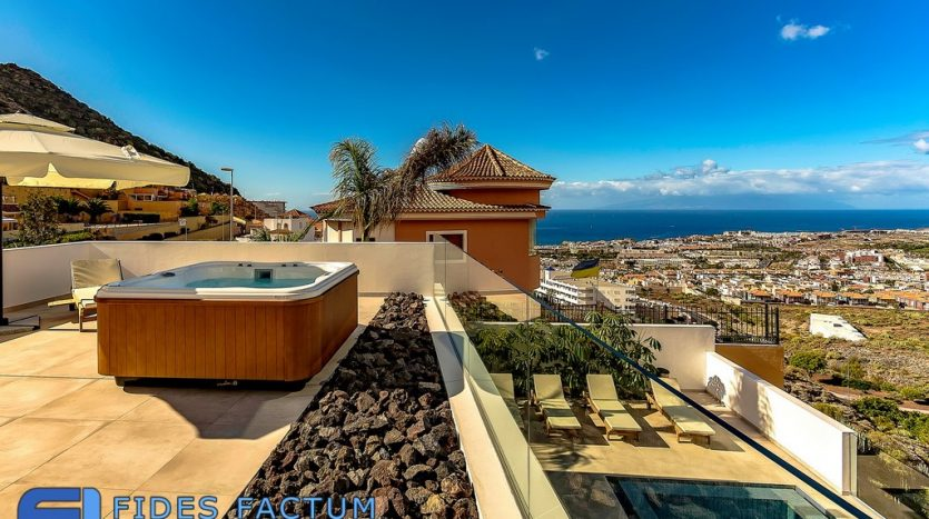 Villa in San Eugenio Alto, Adeje, Tenerife