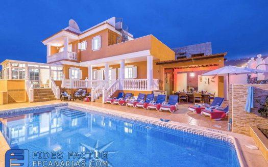 Villa Lux in the complex Sueño Azul in Callao Salvaje, Adeje, Tenerife